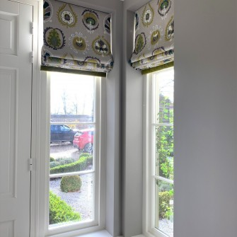 Showing Roman Blinds in narrow recesses